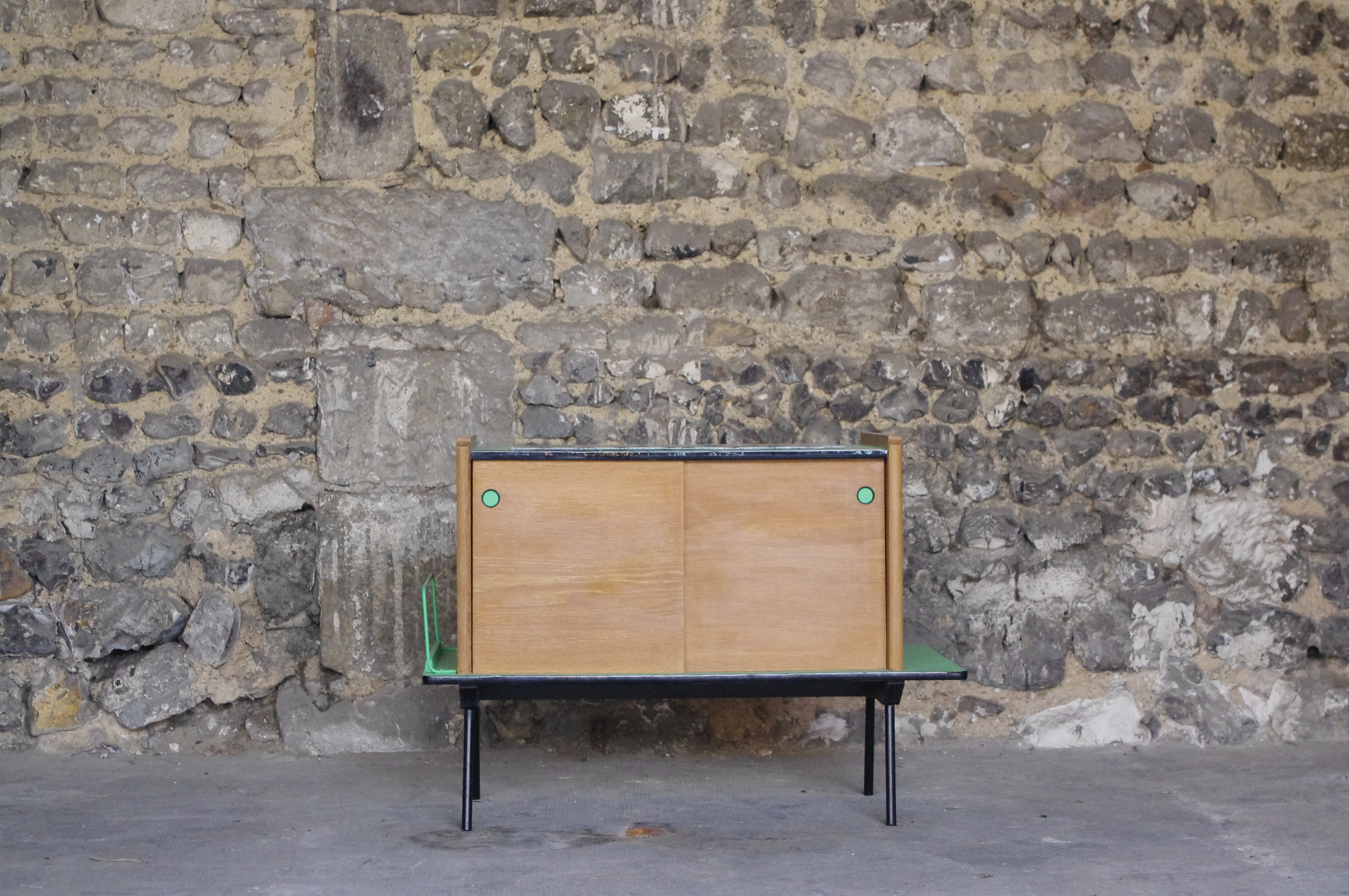 Vendu rayr concept mobilier vintage transformation for Livraison meubles concept