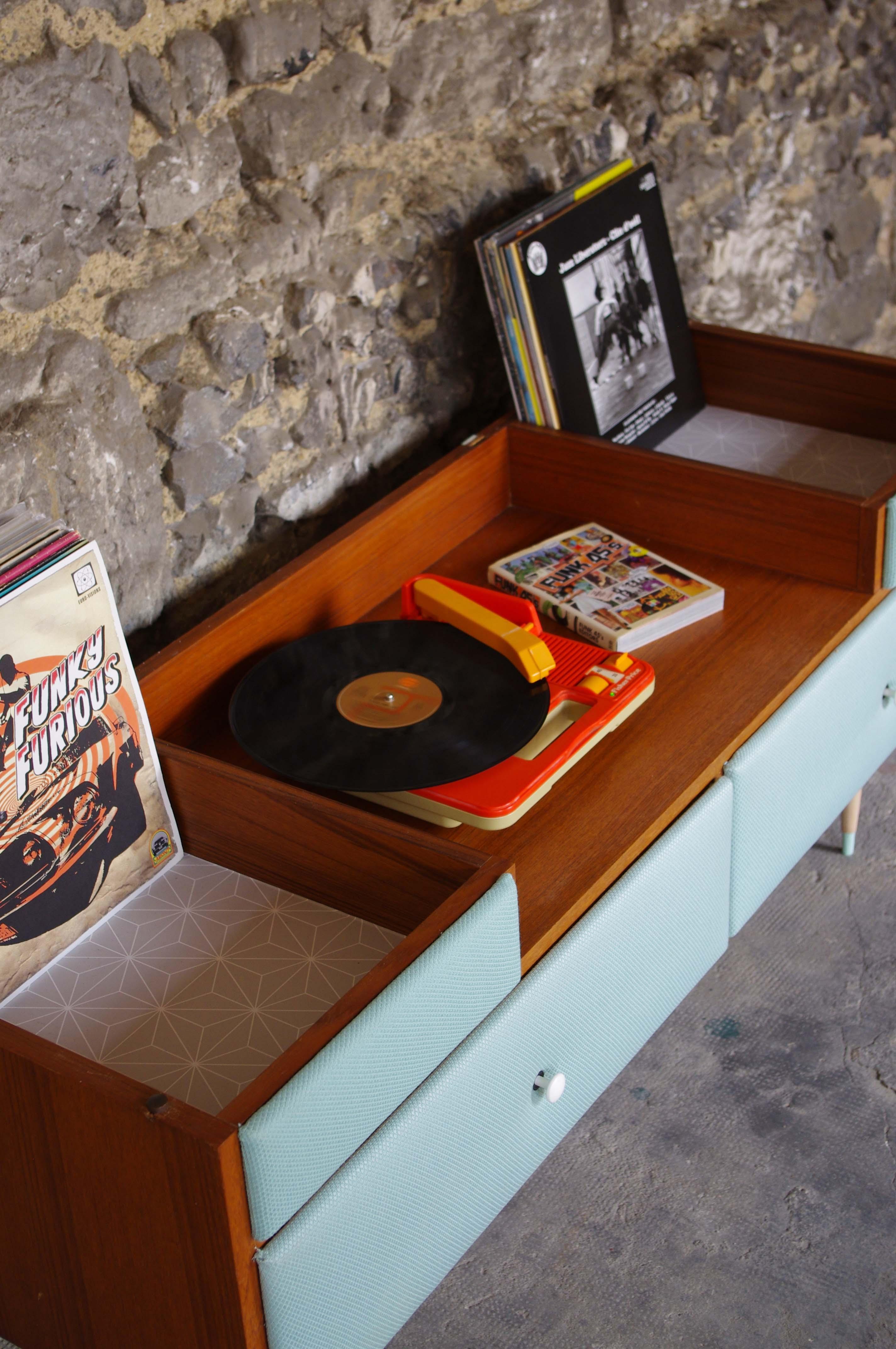 Relooking Meuble Vintage Comment Repeindre Un Meuble En Lilas  # Relooke Meuble Hi Fi Rustique