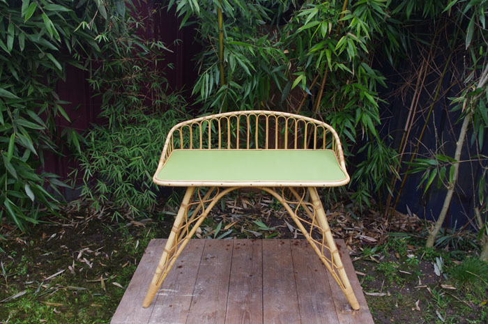 Bureau-rotin-vintage-vert-courbe-design-1