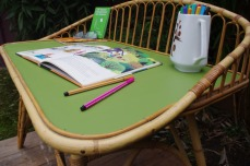 Bureau-rotin-vintage-vert-courbe-design-5