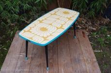table-basse-vintage-verre-pied-conique-bleu-fleurs-4