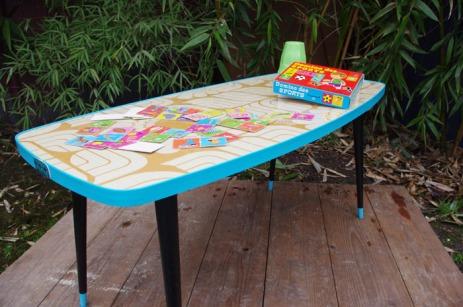 table-basse-vintage-verre-pied-conique-bleu-fleurs-6