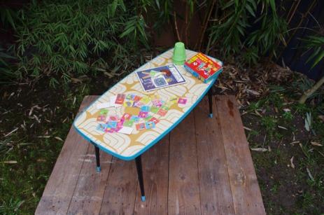 table-basse-vintage-verre-pied-conique-bleu-fleurs-7