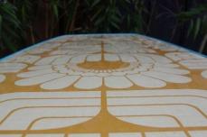 table-basse-vintage-verre-pied-conique-bleu-fleurs-11