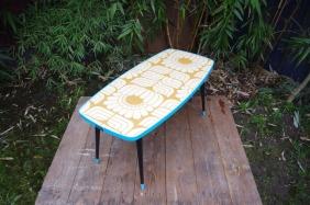 table-basse-vintage-verre-pied-conique-bleu-fleurs-12