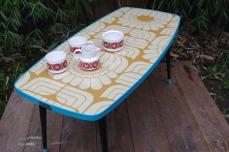 table-basse-vintage-verre-pied-conique-bleu-fleurs-15