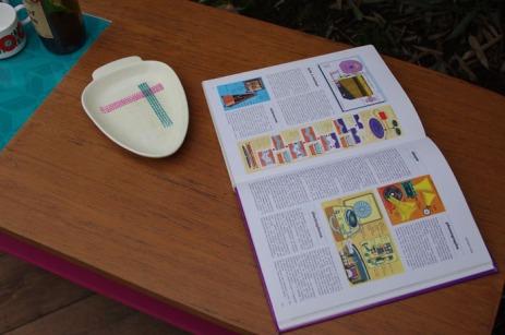 table-basse-vintage-bois-design-verre-rose-jaune-conique-11