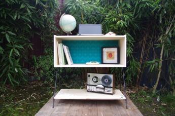 meuble-bibliotheque-hifi-téle-vintage-design-peint-bois-massif-made-in-France-fabrication-française-pied-acier-artisan-Normand-papier-peint-5