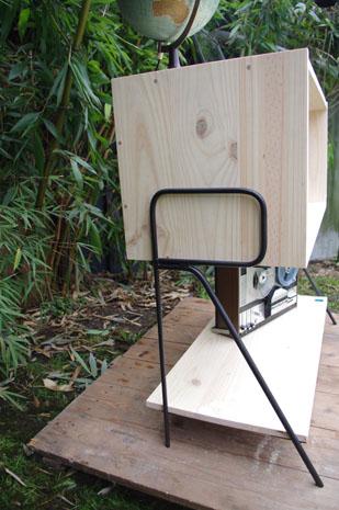 meuble-bibliotheque-hifi-téle-vintage-design-peint-bois-massif-made-in-France-fabrication-française-pied-acier-artisan-Normand-papier-peint-12