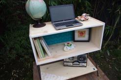 meuble-bibliotheque-hifi-téle-vintage-design-peint-bois-massif-made-in-France-fabrication-française-pied-acier-artisan-Normand-papier-peint-14