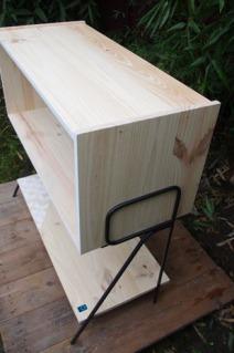 meuble-bibliotheque-hifi-téle-vintage-design-peint-bois-massif-made-in-France-fabrication-française-pied-acier-artisan-Normand-papier-peint-18