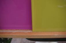 meuble-vintage-télé-hifi-pied-tulipe-papier-peint-rayréconcept-couleur-framboise-moutarde-6