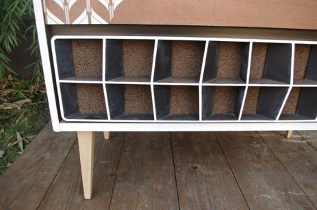 meuble-vintage-Grunding-audioprisma-hifi-radio-platine-disque-vinyle-blanc-papier-peint-bois-5