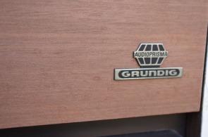 meuble-vintage-Grunding-audioprisma-hifi-radio-platine-disque-vinyle-blanc-papier-peint-bois-10