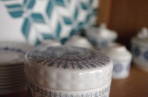 bibliothèque-étagère-vintage-relookée-peint-vaisselier-turquoise-6