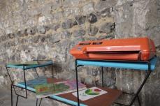 mini-table-enfant-vintage-disque-plante-étagère-turquoise-Rouen-Paris-9